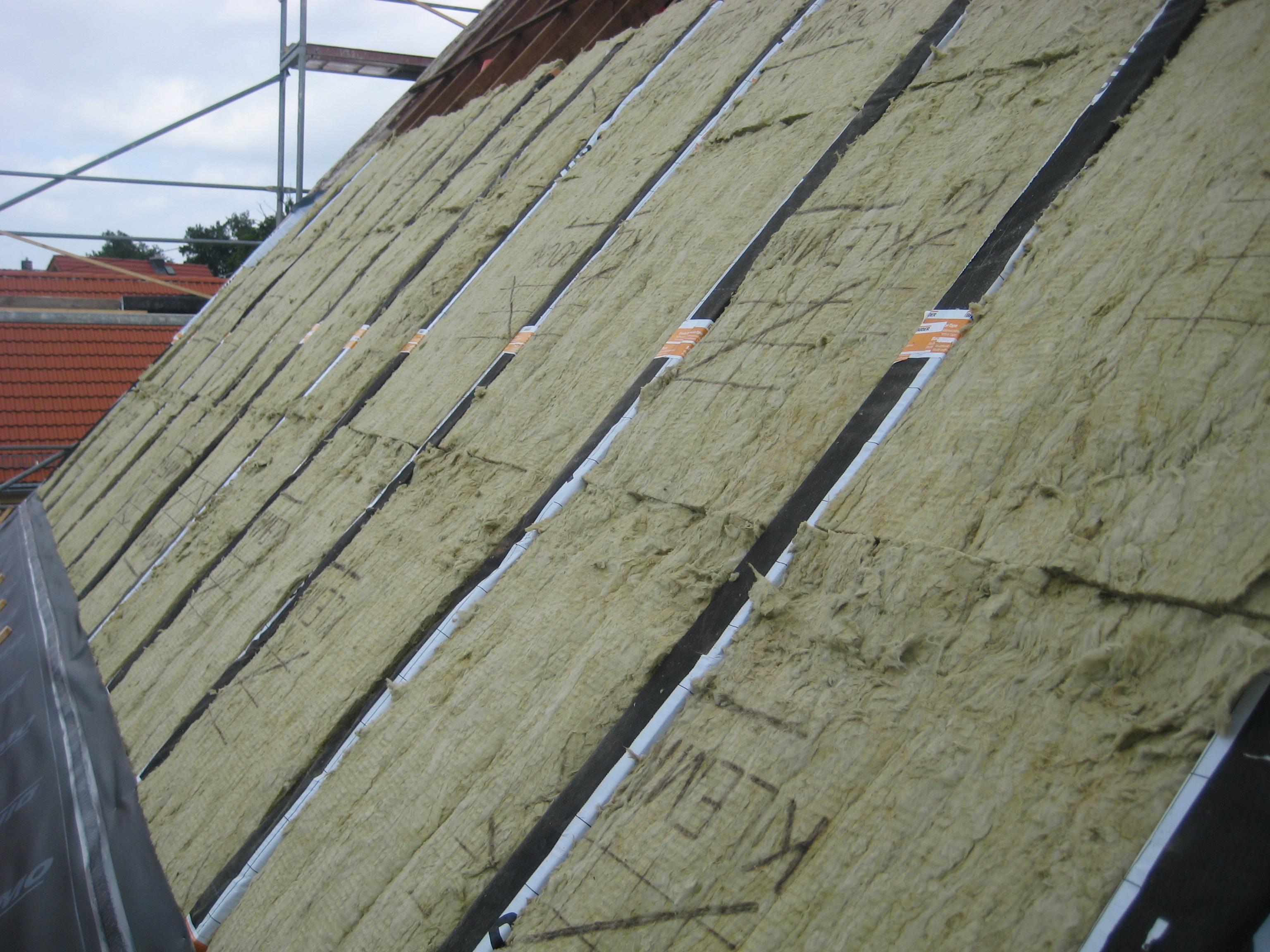 Wenn 39 s ums dach geht dachdecker meister holger scheibe zwischensparrend mmung mit steinwolle - Innenwand dammen mit steinwolle ...