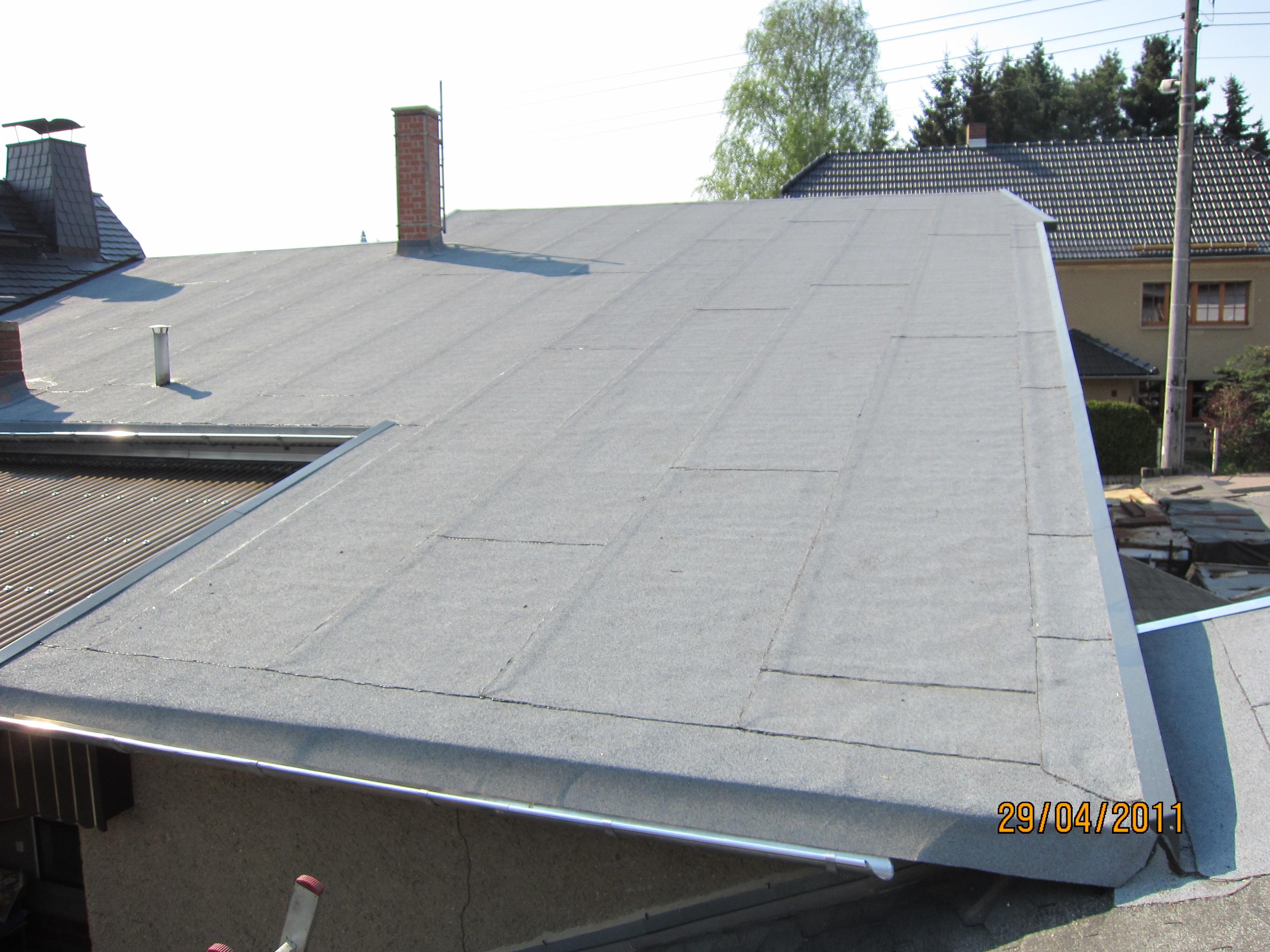 wenn 39 s ums dach geht dachdecker meister holger scheibe flachd cher mit bitumenbahnen. Black Bedroom Furniture Sets. Home Design Ideas