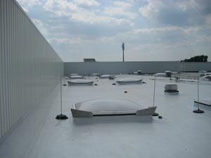 Flachdachsanierung mit Kunststoffbahn Hammermarkt in Dresden ( ca. 1200 m²)